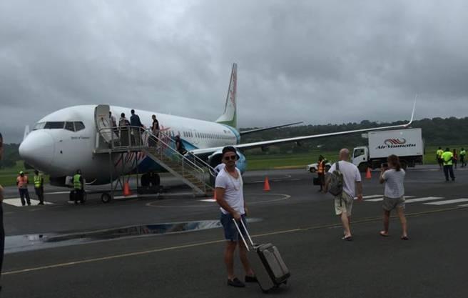 Dunkle Wolken kündigen den Zyklon «Pam» vor der Evakuierung der Amicale-Mannschaft an.