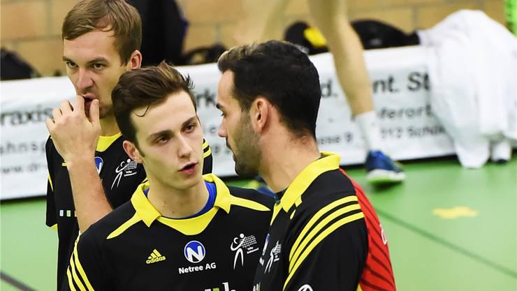 Leon Dervisaj (mitte) ist nun 1. Passeur bei Volley Schönenwerd