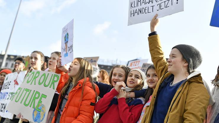 Jetzt handeln, forderten am 25. Januar die Schüler in Zürich auf Transparenten.