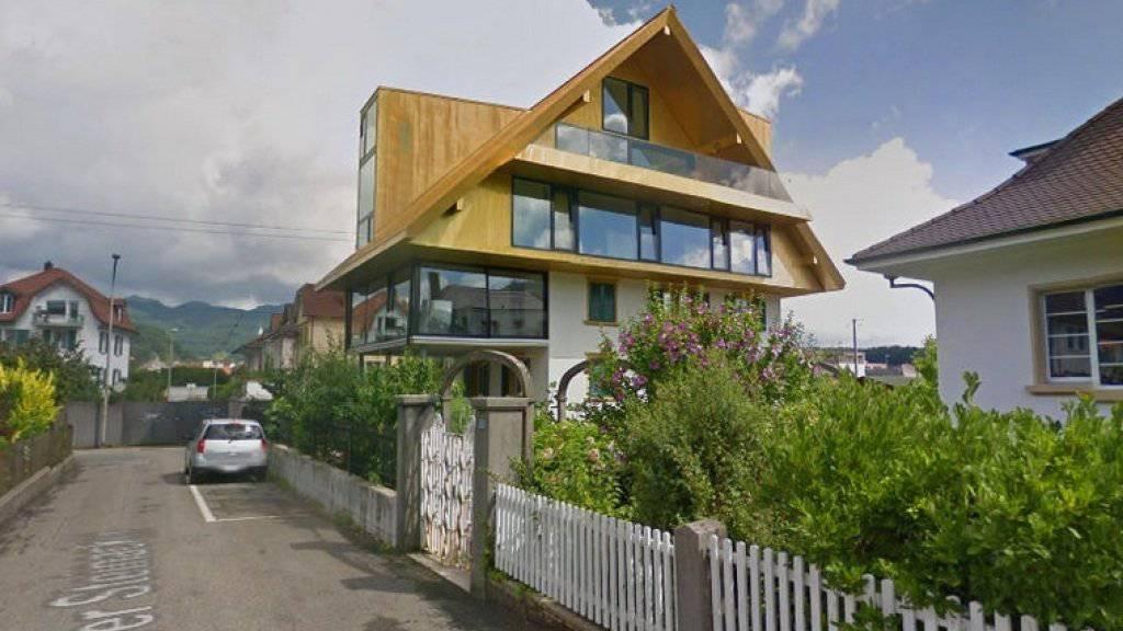 Sticht ins Auge: das goldfarbene Dach des Wohnhauses in einem Oltener Quartier.
