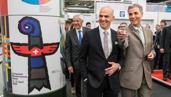 Messe-Verwaltungsratspräsident Ueli Vischer, Bundesrat Alain Berset und der Basler Regierungspräsident Guy Morin (v.l.).