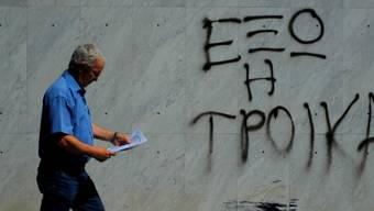 """""""Troika raus"""" auf griechisch heisst es auf dem Graffito in Nikosia"""
