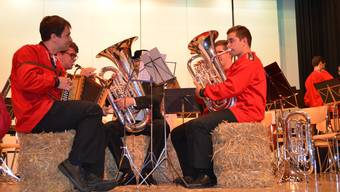 Auch auf Heuballen lässt es sich gut spielen: Zurzibieter Musikfestspiele 2017.