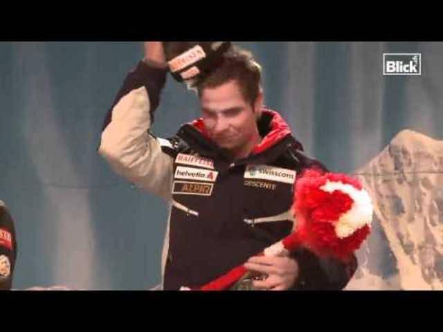 Lang ist's her: Beat Feuz lässt sich 2012 von den Fans nach seinem Triumph am Lauberhorn feiern.