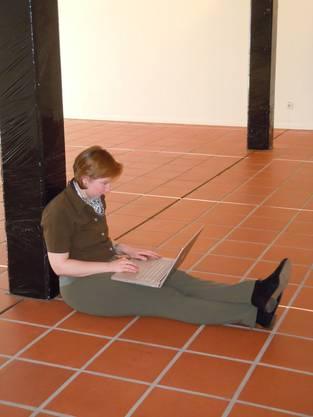 Lara Russi in der Galerie Zimmermannhaus schreibt über das, was sie bewegt