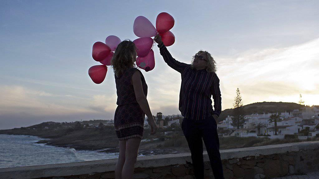 Erinnerung an eine Verschwundene: Briten lassen Luftballons steigen im portugiesischen Ferienort Praia da Luz zum zehnten Jahrestag des Verschwindens von Madeleine McCann.