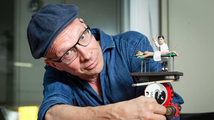 Rotsch Weber mit seinem Kurbelautomaten «Akupunktur».