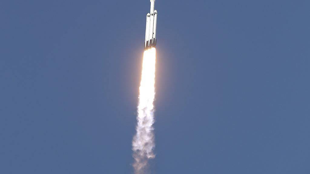 Erster Flug von SpaceX-Rakete erfolgreich