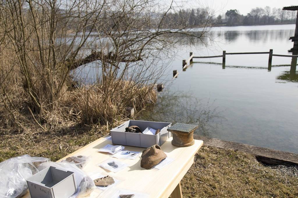 Das Amt für Archäologie präsentierte am Nussbaumersee ihre Funde von den archäologischen Tauchgängen. (© Kanton Thurgau)