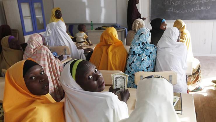 Mädchenschulen als Ziel: Kämpfer der radikalislamischen Boko-Haram-Miliz in Nigeria haben bereits mehrfach Schülerinnen entführt und getötet. (Symbolbild)