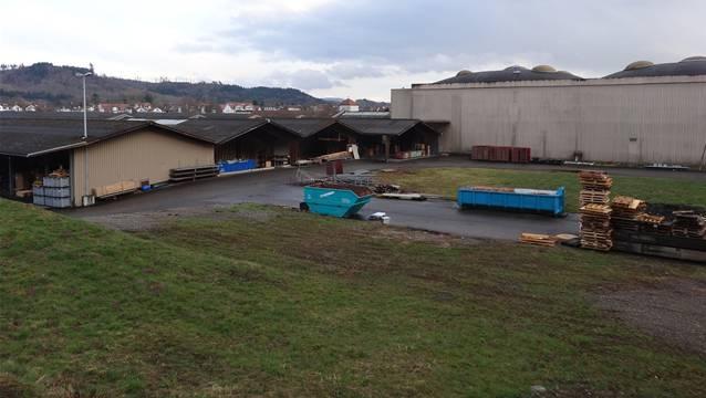 Gemeindeversammlung entschied sich gegen die Umteilung des Novoplast-Areals in die Wohnzone W2. – Foto: chr