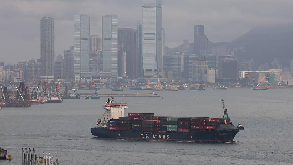 Globale Erholung lässt Chinas Exporte überraschend stark steigen