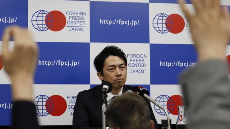 Der japanische Umweltminister Shinjiro Koizumi nimmt als erstes Regierungsmitglied einen Vaterschaftsurlaub.