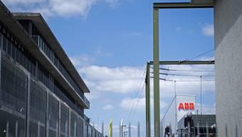 ARCHIVBILD ZU QUARTALSZAHLEN DES TECHNOLOGIEKONZERNS ABB ---Logo der Firma ABB an der Binzmuehlestrasse in Oerlikon, am Donnerstag, 14. Juni 2018. (KEYSTONE/Melanie Duchene)