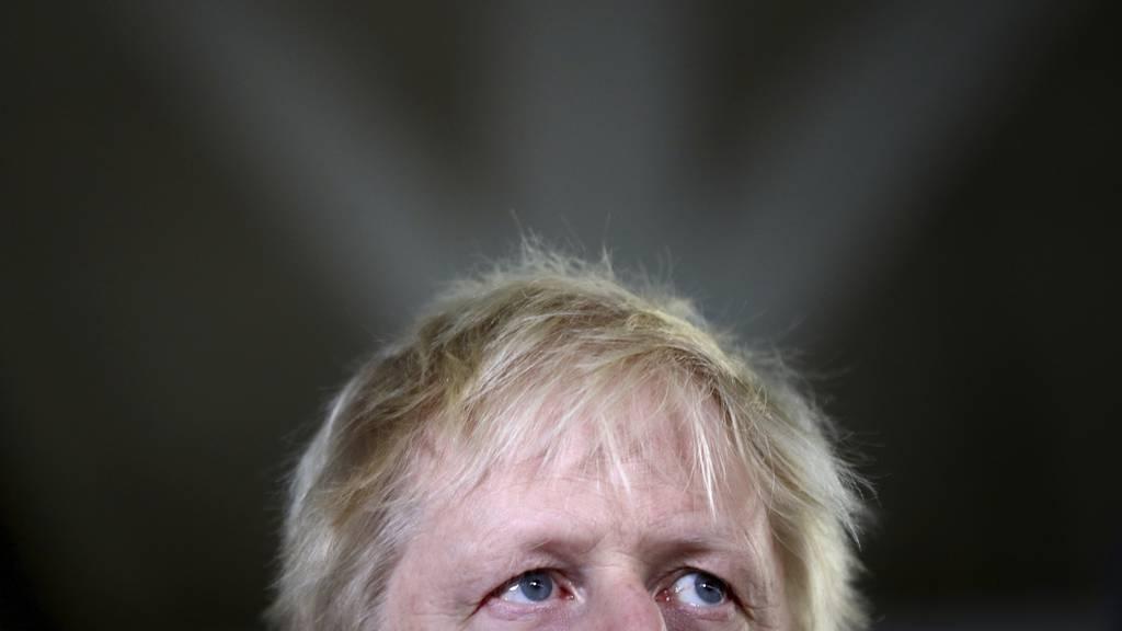 Premier Johnson unter Druck - grosser Mangel an Schutzausrüstungen