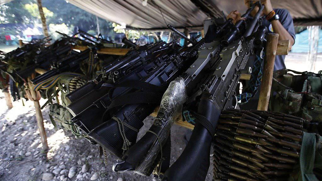 Waffen der FARC, die nun der UNO ausgehändigt werden (Archiv)