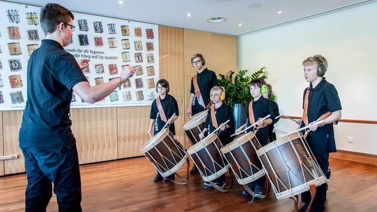 Eine Gruppe der Trommelschule am Wettspiel