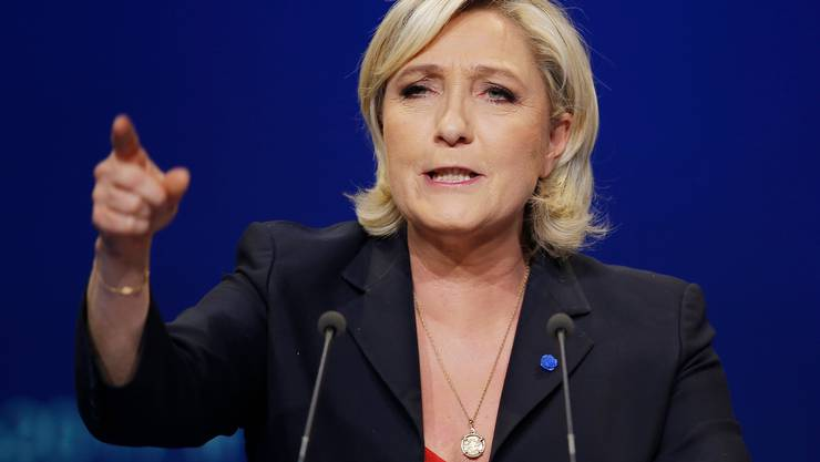 Flucht nach vorn: Marine le Pen, selber unter Druck, attackiert Emmanuel Macron wegen dessen Coronastrategie.