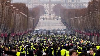 Gelbwesten-Proteste in Paris: Zu den Forderungen zählen auch Volksabstimmungen. ETIENNE LAURENT/EPA/KEY