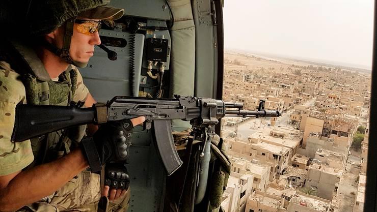 Russischer Soldat in einem Helikopter über Palmyra: Putins Armee verschob die Verhältnisse. RUSSIAN DEFENSE MINISTRY/EPA/Key