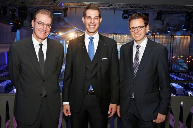 v.l. Andreas Binder, Dozent Hochschule St. Gallen, Grossratspräsident Thierry Burkart und Christian Dorer, az-Chefredaktor