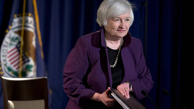 US-Notenbankchefin Janet Yellen erklärt vor den Medien den jüngsten Entscheid der Fed, den Leitzins vorerst noch nicht anzuheben.