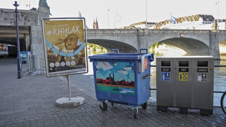 Reportage über das Leben am Rhein. Abfall Littering Container