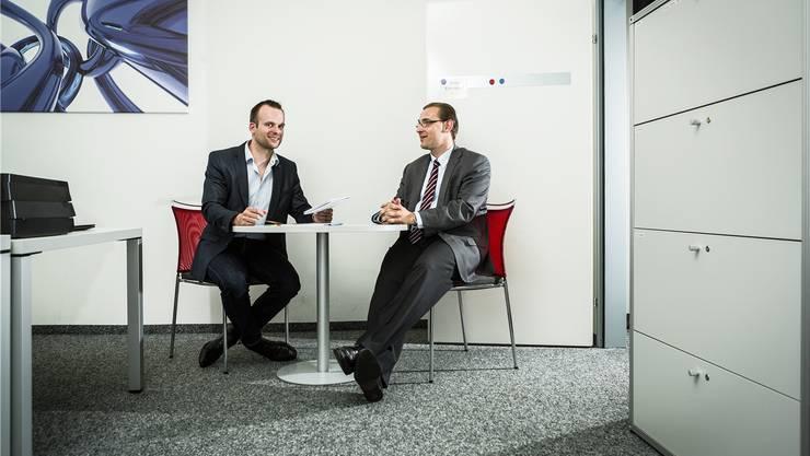 Die Tür des Geschäftsleiters Daniel Lukic (rechts) ist immer offen – auch für Vorstandspräsident Martin Imhof. Chris Iseli