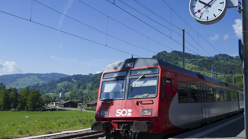 Die Schweizerische Südostbahn SOB möchte per Ende 2020 zwei Linien für die SBB fahren, darunter die Gotthard-Panoramastrecke. (Archivbild)