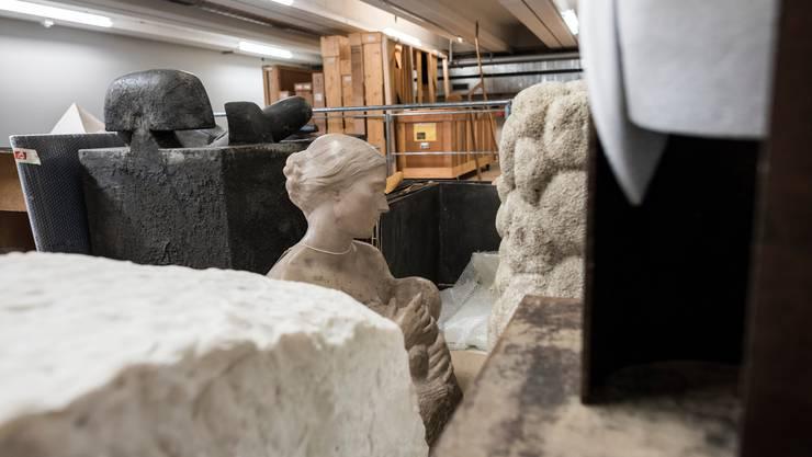 Brauchen noch mehr Lagerplatz als Gemälde: Statuen und andere dreidimensionale Werke. Bild: Keystone