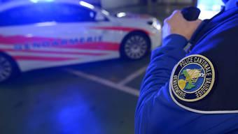 Die Spezialeinheit der Waadtländer Polizei gab in der Nacht auf Dienstag auf einem Campingplatz einen Schuss auf einen Angreifer ab. (Archiv)