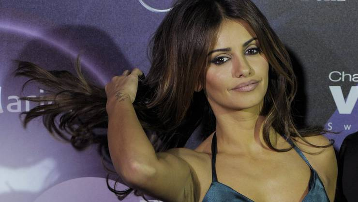 Monica Cruz, die Schwester der spanischen Schauspielerin Penelope Cruz, schreitet über den roten Teppich am ersten Tag der «Vögele Fashion Days» 2010. Doch auch ihr Engagement vermochte «Vögele» nicht zur retten.
