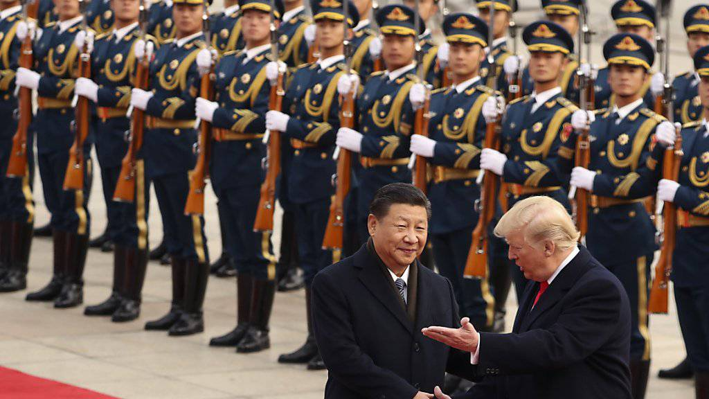 Chinesische Elitesoldaten kommen einheitlich unter die Führung der kommunistischen Partei Chinas - die Regierung gibt Weisungsbefugnisse ab. (Symbolbild von Staatsbesuch Donald Trumps bei Xi Jinping)