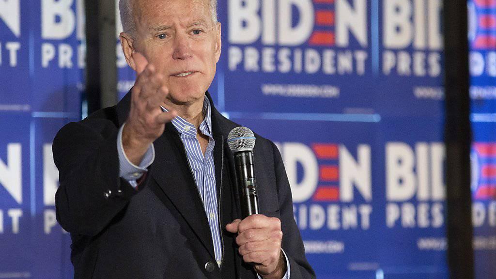 Der frühere US-Vizepräsident Joe Biden ist einer von 23 Kandidaten, die sich um die Präsidentschaftskandidatur der Demokraten bewerben. Er trete an, weil er das Land einen wolle, sagte er. (Archivbild)