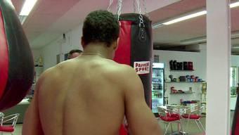 """""""Carlos"""" beim Kampfsporttraining"""