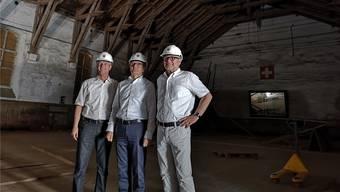 Da waren sie noch optimistisch, mit dem Umbau der Alten Reithalle sofort beginnen zu können: Stadtpräsident Hanspeter Hilfiker (M.) mit den Stadträten Daniel Siegenthaler (l.) und Hanspeter Thür am Tag des Spatenstiches Ende Juni.