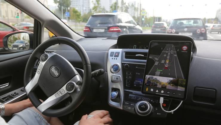 Ein autonom fahrendes Auto auf den Strassen von Moskau.