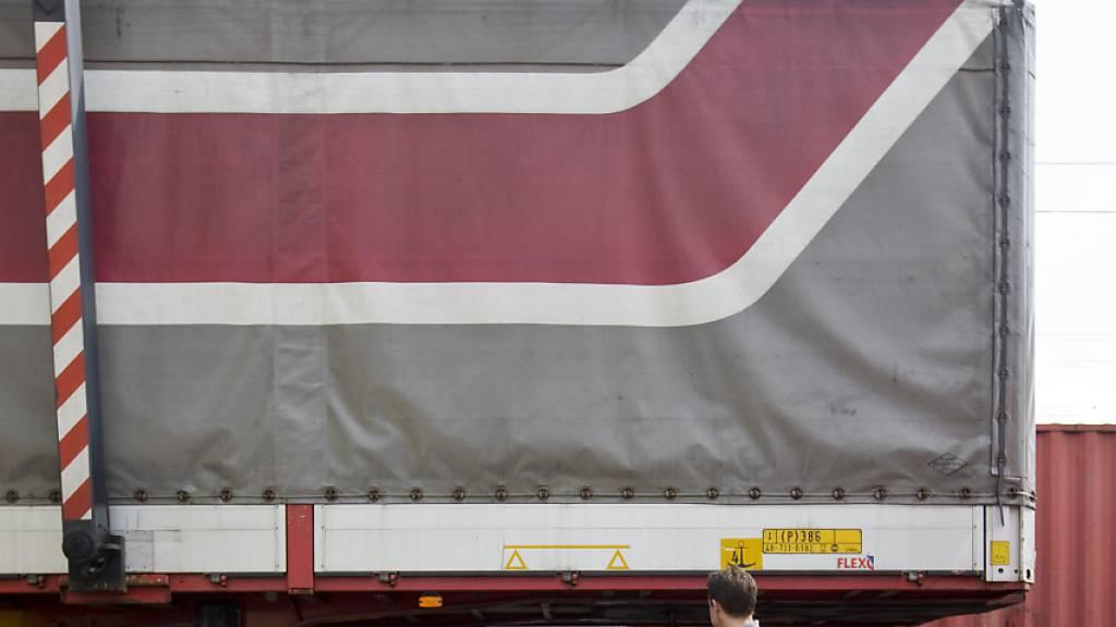 Ein Grossteil der Lastwagen aus der EU verlässt Grossbritannien ohne Waren. (Symbolbild)