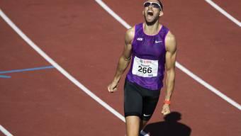 Kariem Hussein lässt nach seinem Sieg über 400 m Hürden an der Schweizer Meisterschaft die Emotionen raus.