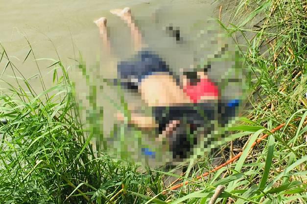 Die Leichen der beiden am Flussufer. Das Bild zeigen wir verpixelt.