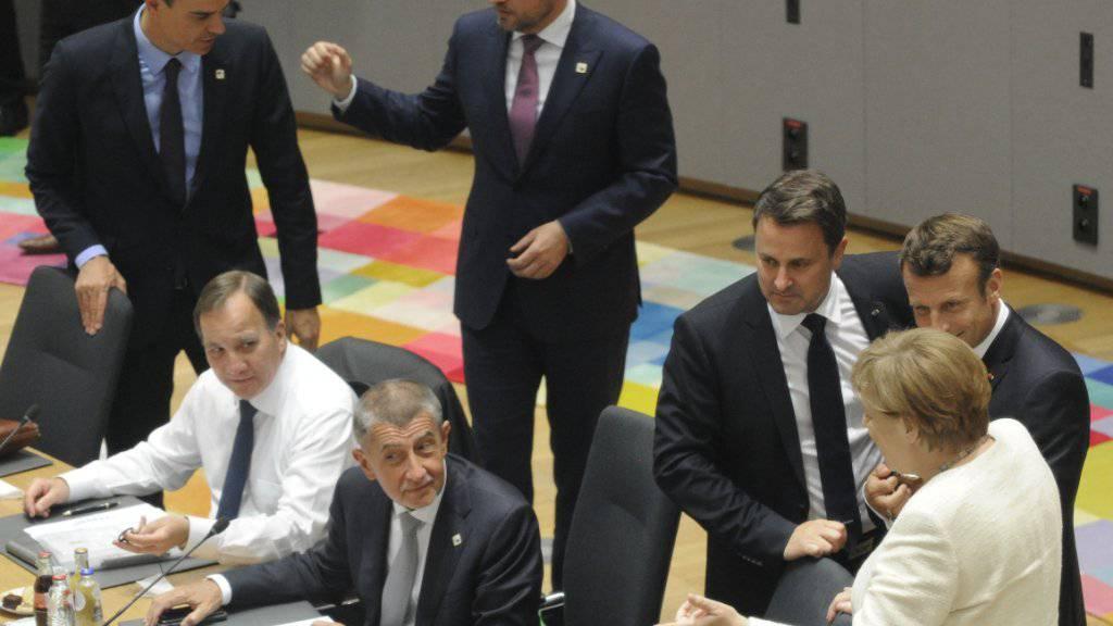 Die EU-Staats- und Regierungschefs haben in der Nacht auf Freitag den Entscheid über die Vergabe der EU-Spitzenposten auf Ende Juni verschoben.