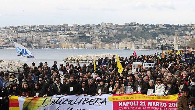 Protestzug zieht durch Neapel