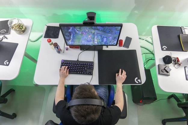 Alle fünf Spieler benutzen die gleiche Gaming-Hardware.