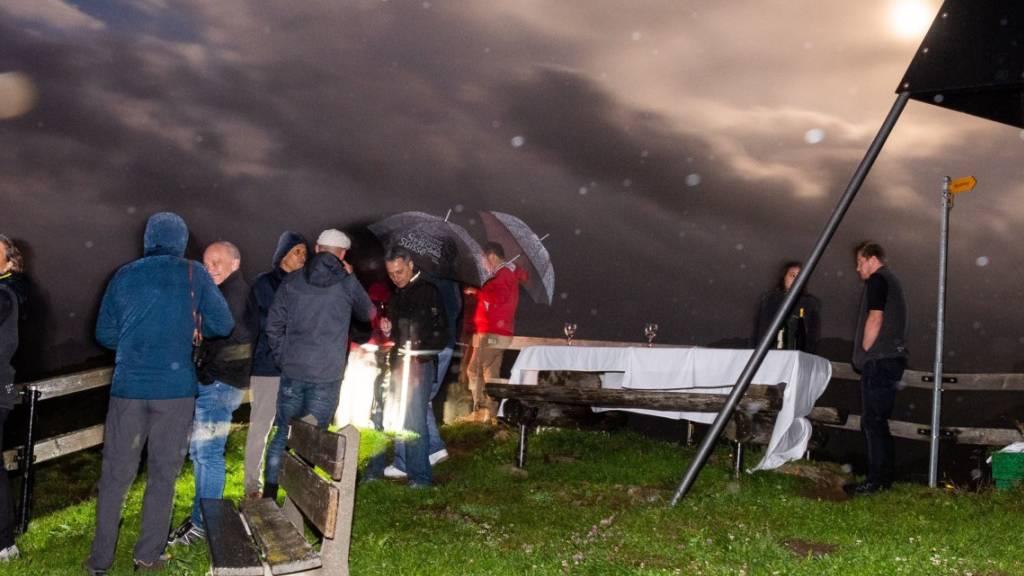 Der Bundesrat bei Nacht und Nebel unterwegs mit zwei nobelpreisgekrönten Weltraumforschern.