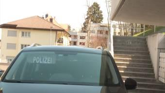 In St. Gallen kam am Freitagmorgen eine Frau bei einem Streit in ihrer Wohnung ums Leben. Die Polizei geht von einem Tötungsdelikt aus. Verdächtigt wird der Ehemann.