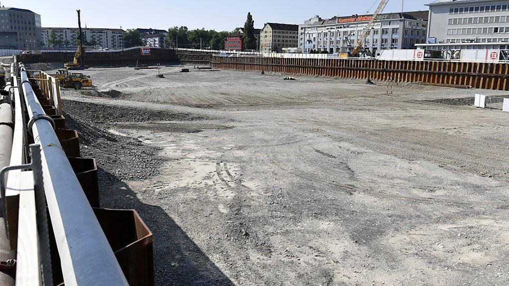Auf der Baustelle des Polizei- und Justizzentrums (PJZ) im Stadtzürcher Kreis 4 haben Unbekannte einen Brandanschlag verübt. (Archivbild)