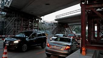 Der Autoverkehr musste während des Einsatzes eine halbe Stunde warten.
