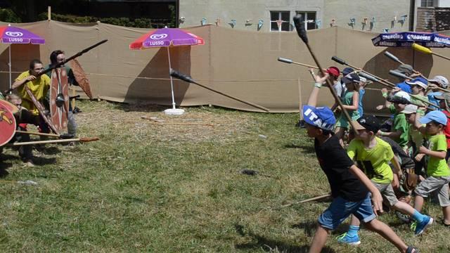So cool! Die Kinder setzen das Erlernte im «Kampf» gegen die Eltern um.