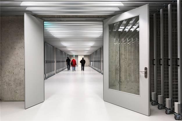 Mit 286 m2 Raum erhalten die Bilder mit den schiebbaren, sogenannten Bilderrechen, den meisten Platz im Kulturgüterschutzraum unter dem nördlichen Vorplatz des Kunstmuseums Solothurn.