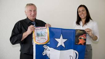 Maria Magdalena de Lima und Gemeindepräsident Hans Ruedi Ingold.